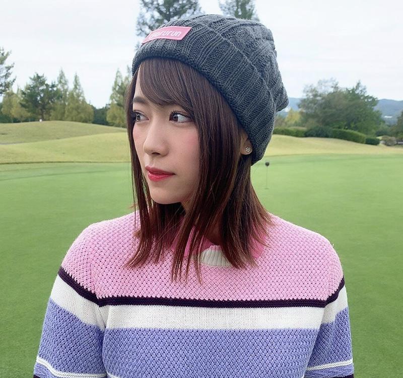 秋のゴルフの服装にごるらんのニットセーター 山内鈴蘭着用